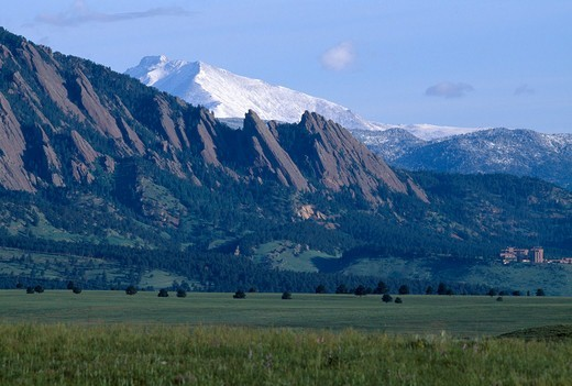 Flatirons formations in foothills w/ Mt Meeker & Longs Peak in background, near Boulder, CO : Stock Photo