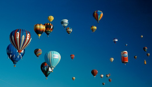 A fabulous cluster of hot air balloons : Stock Photo