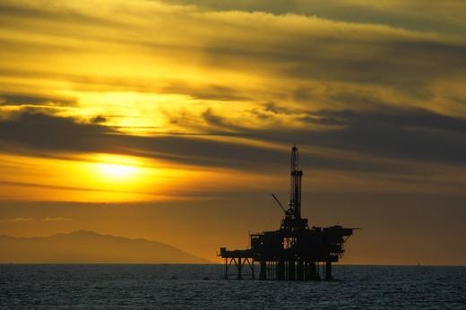Offshore oil drilling platform near Huntington Beach, California : Stock Photo