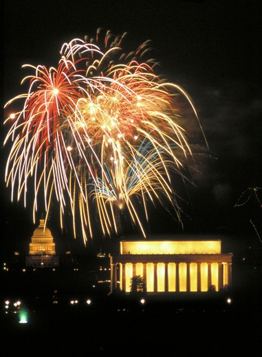 Stock Photo: 4286-34730 Fireworks over the mall in Washington, DC, on the Fourth of July