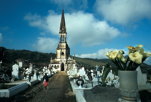 Stock Photo: 4286-35359 Mexico,Puebla State,church and cemetery of Cuetzalan town.
