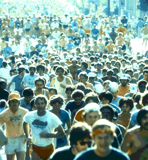 Stock Photo: 4286-35558 A crowd of runners in a marathon.