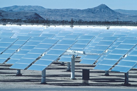 Stock Photo: 4286-42007 array of reflectors at Solar One Barstow California