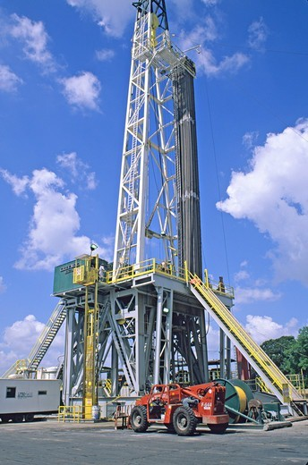 Stock Photo: 4286-42104 portable oil well drilling rig Crowley Louisiana