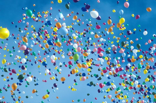 Stock Photo: 4286-42589 various colored balloons drifting into sky
