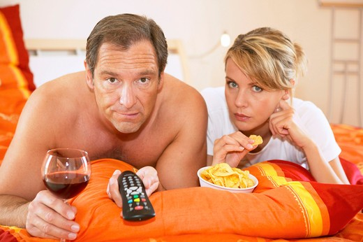 Stock Photo: 4286-62975 couple watching tv in bed tv evening