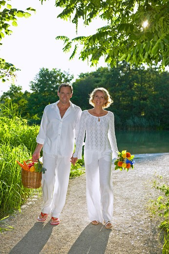 Stock Photo: 4286-63082 couple walking and smiling in summer