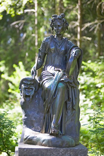 Stock Photo: 4286-63192 Sankt Petersburg, Summer Residence Sculpture in Park