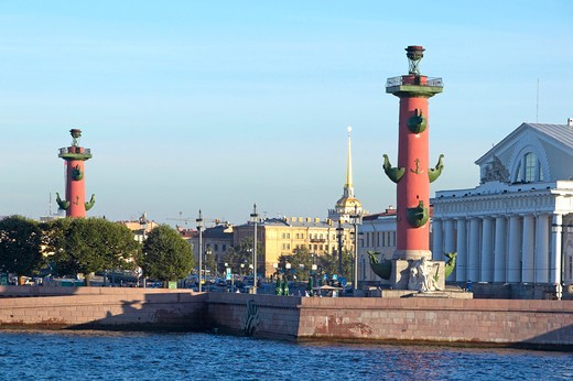 Sankt Petersburg, One of the two Rostral Columns on Vasilevsky Island St Petersburg : Stock Photo