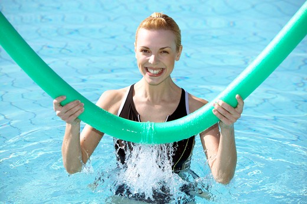 Stock Photo: 4286-63380 young woman doing aquaaerobic in the swimmingpool