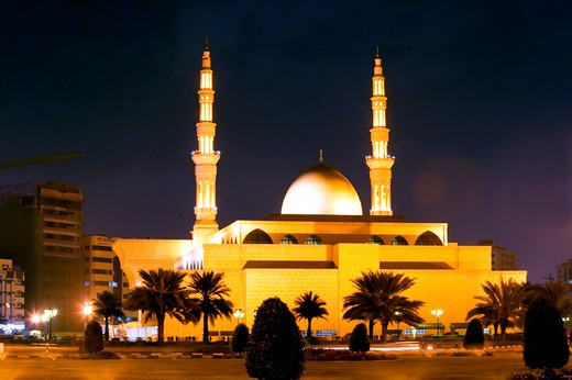 Stock Photo: 4286-64296 UAE Sharjah,  Mosque at night