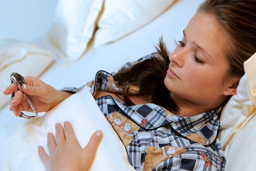 Stock Photo: 4286-65484 Woman, young, gesture, headaches, bed, morning