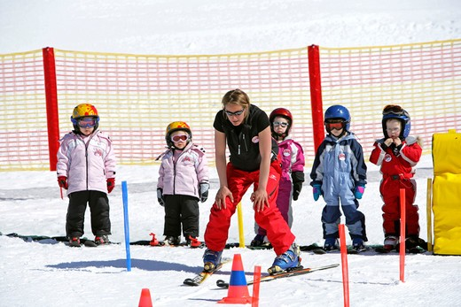 Stock Photo: 4286-66277 Children ski school
