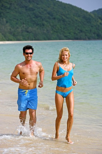 Stock Photo: 4286-66726 couple jogging on the beach at yao yai island resort