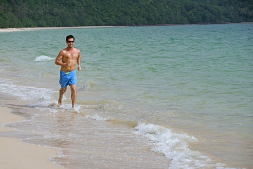 Stock Photo: 4286-66733 man jogging on the beach at yao yai island resort