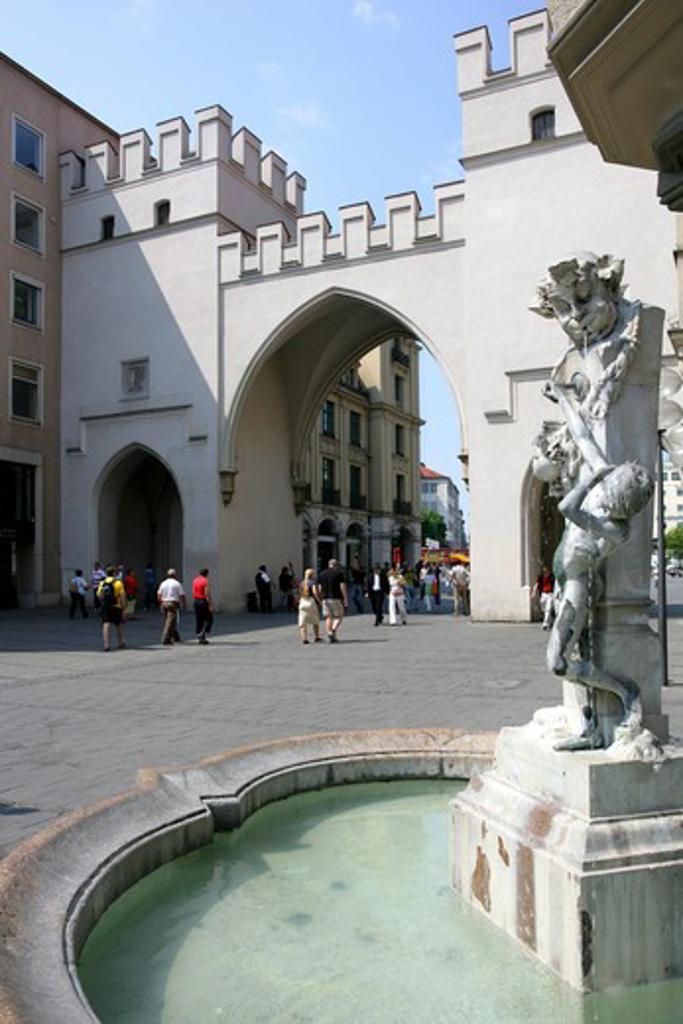Stock Photo: 4286-69163 Brunnenbuberl am Karlstor in Muenchen