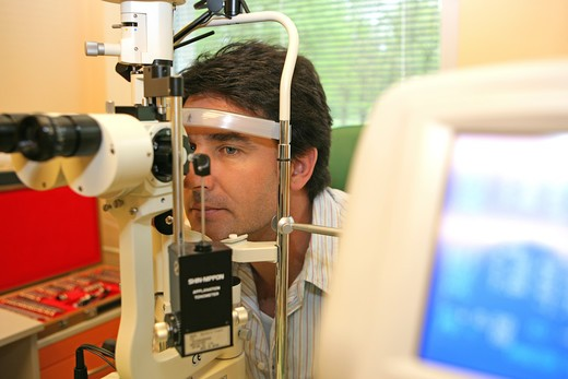 Stock Photo: 4286-69364 Doctor examines eye