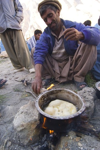 A Balti man making bread in Pakistan : Stock Photo