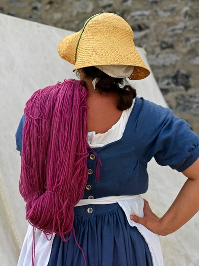 Canada,Ontario,Fort Erie, Old Fort Erie,reenactment of War of 1812,woman with dyed wool : Stock Photo