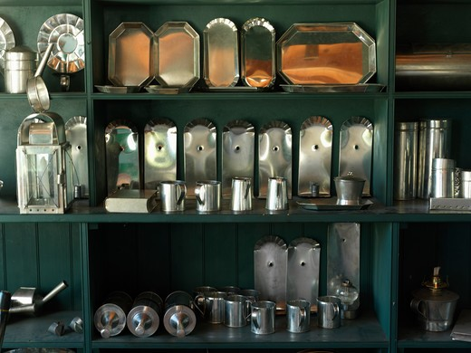 Canada,Ontario,Morrisburg,Upper Canada Village, recreation of pioneer life circa 1860's, tin wares on display for sale : Stock Photo