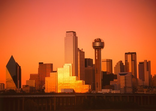 Stock Photo: 4286-76477 Sunset light and glowing skies reflecting off Dallas skyline