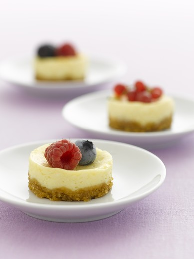 Stock Photo: 4286-77533 Miniature berry cheesecake desserts