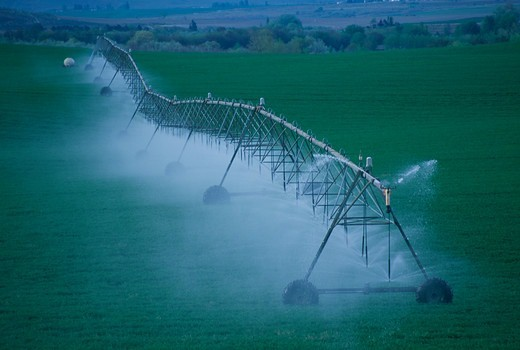 Stock Photo: 4286-80363 Columbia Basin irrigation system, fields being watered