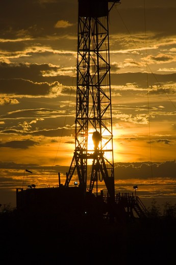 Stock Photo: 4286-84360 Sunset in west Texas at drilling rig.
