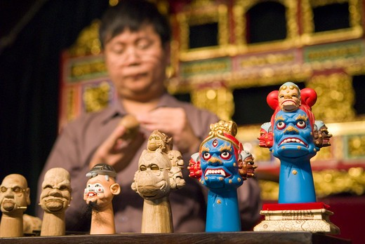 Craftsman Huang Qing Hui carves camphor wood for hand puppet, Jinshow Zhuang puppet store and museum, Quanzhou, Fujian Province, China : Stock Photo