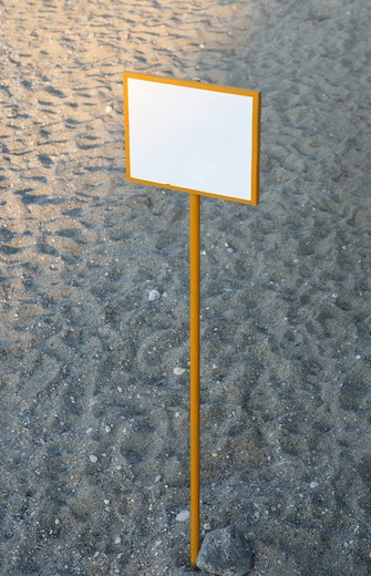 Stock Photo: 4286R-1116 Blank sign on a clean beach