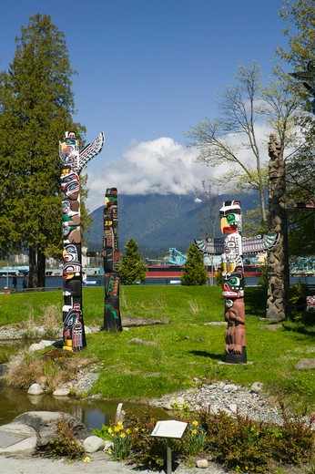 Totem Pole exhibit, Stanley Park, Vancouver British Columbia Canada.- : Stock Photo
