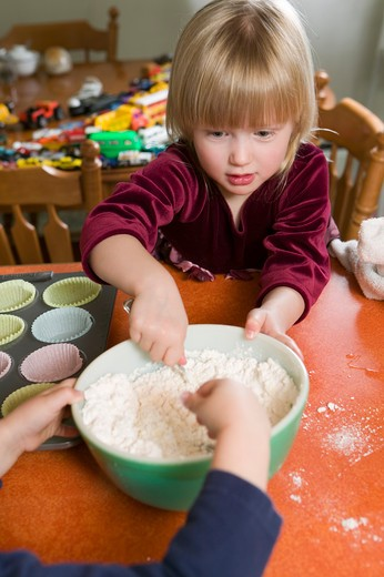 Stock Photo: 4286R-12103 Helping to Make Cup Cakes, MR-0601 MR-0618 PR-0617