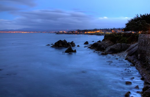 Shorleline walk in Pacific Grove at dusk, Monterey Bay at sunset, Central California, USA : Stock Photo
