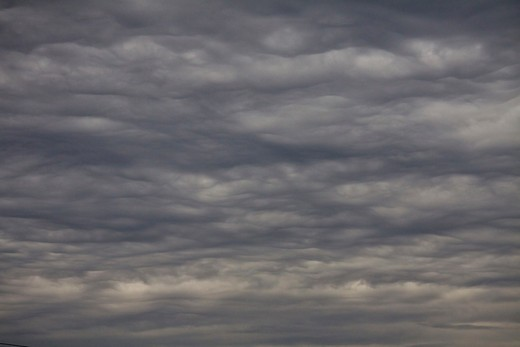 Threatening Mammatus type clouds forming, impending storm : Stock Photo