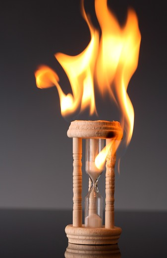 Stock Photo: 4286R-6987 Burning sand timer