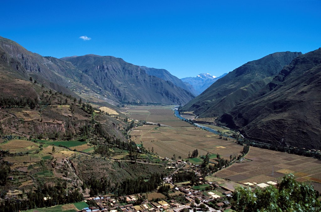Stock Photo: 4290-10137 Sacred Valley of the Incas and Urubamba River, near Cusco, Peru