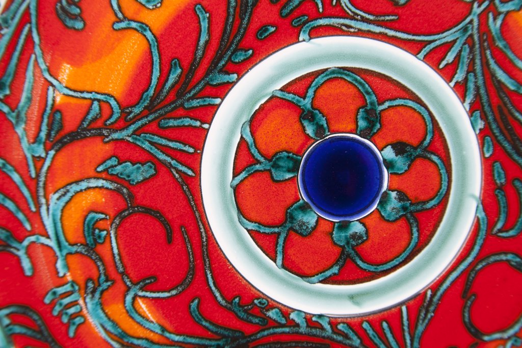 Colourful patterned ceramic plate, Sicily, Italy : Stock Photo