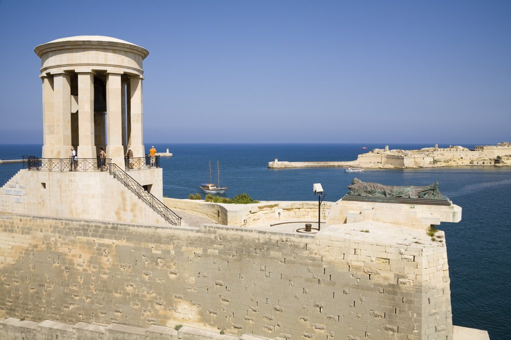 Siege bell monument, World War II Memorial, and harbour, Lower Barracca Gardens, Valletta, Malta : Stock Photo