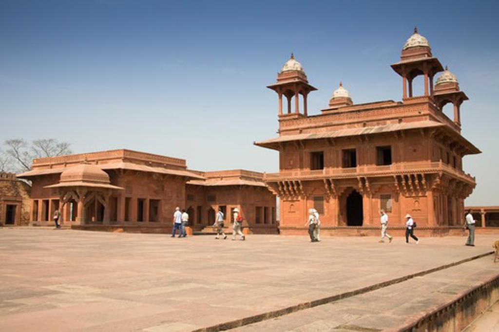 Stock Photo: 4290-2235 Diwan-i-Khas, and The Treasury also known as Ankh Michauli on left, Fatehpur Sikri, near Agra, Uttar Pradesh, India