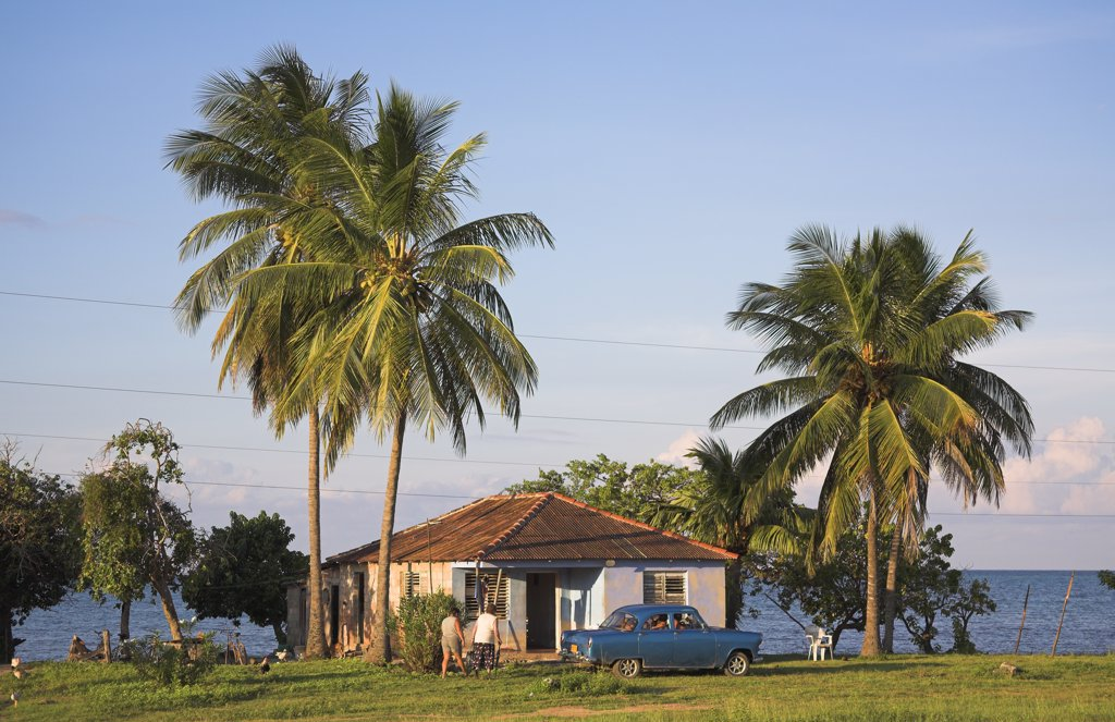 Typical house adjacent to the beach and sea, Guardalavaca, Holguin Province, Cuba : Stock Photo