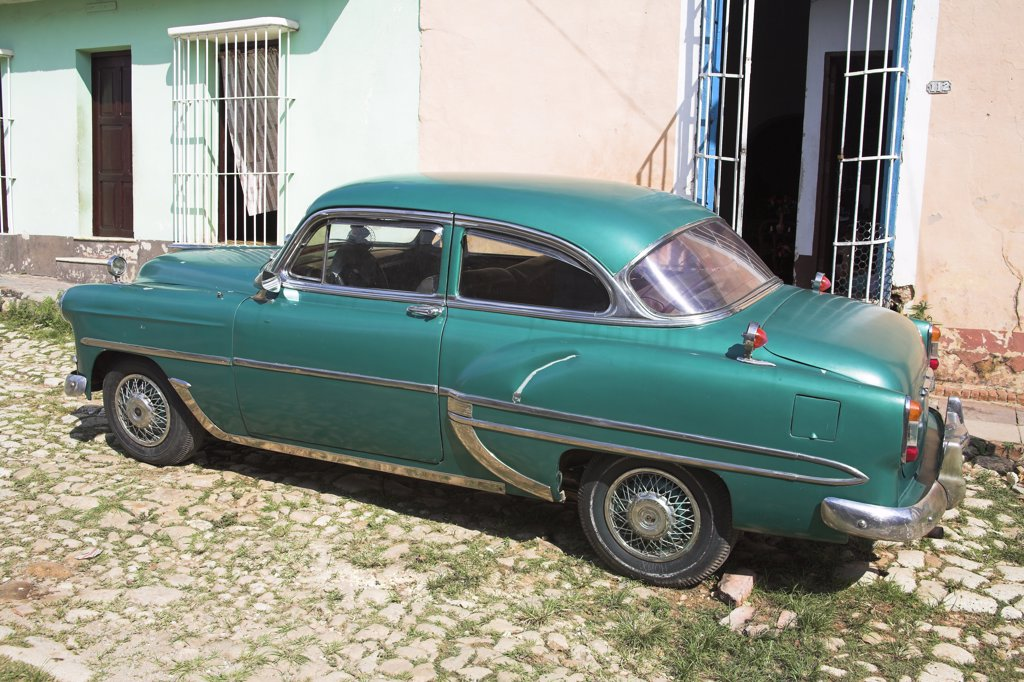 Stock Photo: 4290-2822 Classic green car parked at the roadside, Trinidad, Sancti Spiritus Province, Cuba