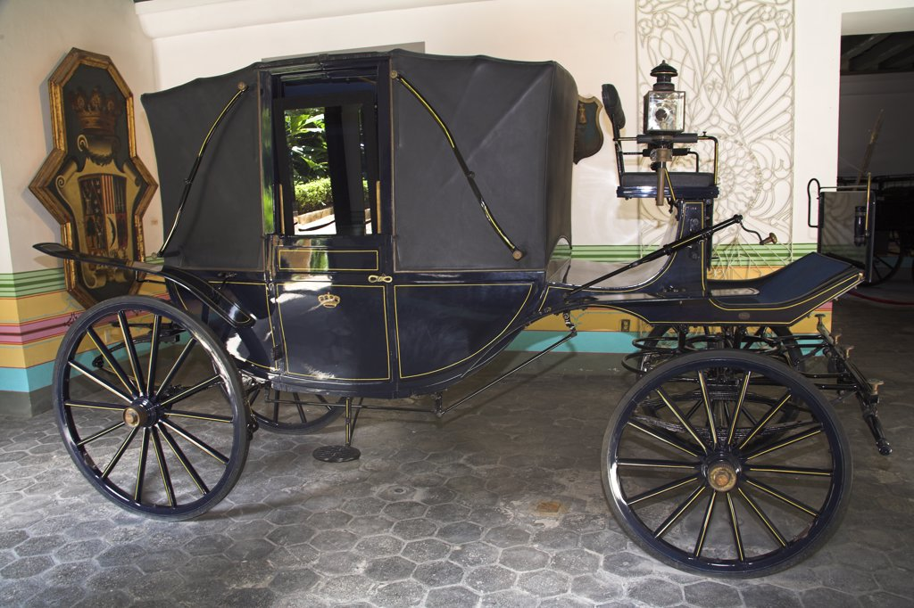 Carriage, Museo de la Ciudad, Palacio de los Capitanes Generales, Havana, La Habana Vieja, Cuba : Stock Photo