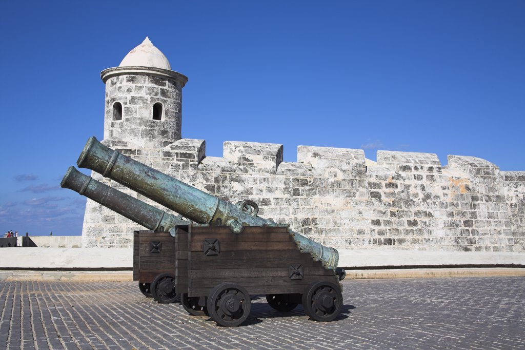 Stock Photo: 4290-2992 Cannon at Castillo de San Salvador de la Punta, Havana, La Habana Vieja, Cuba