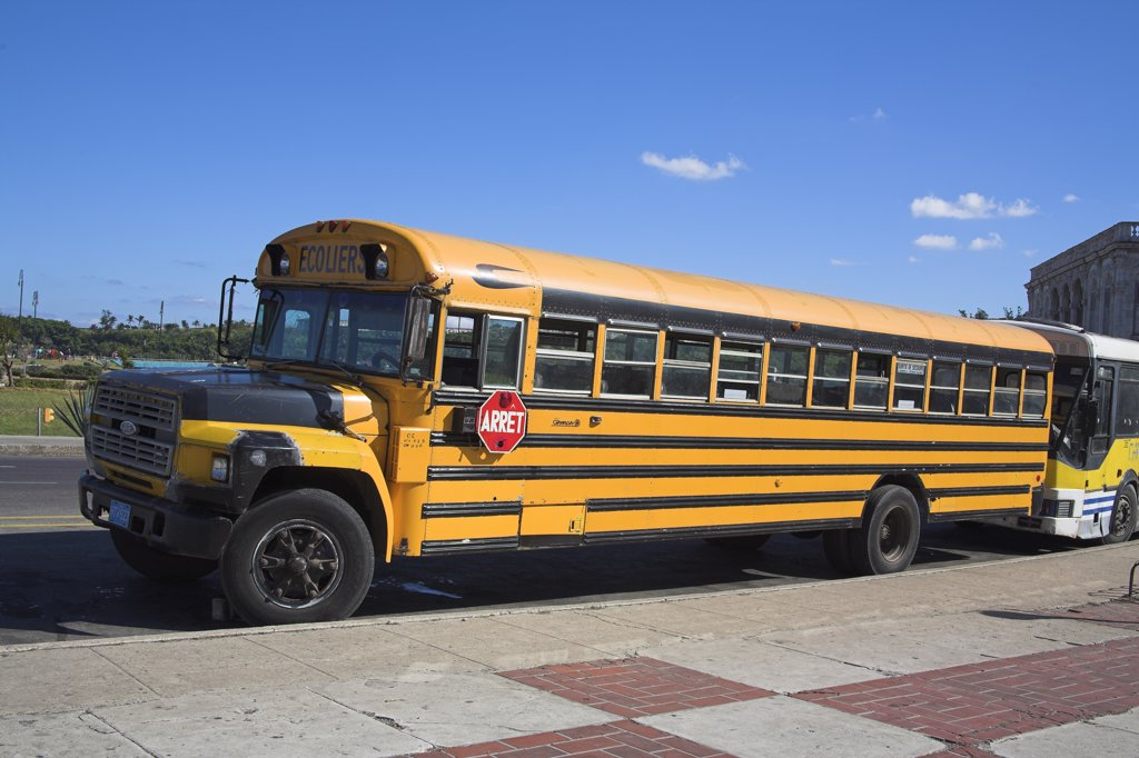 Yellow Ford school bus parked at roadside, Havana, La Habana Vieja, Cuba : Stock Photo