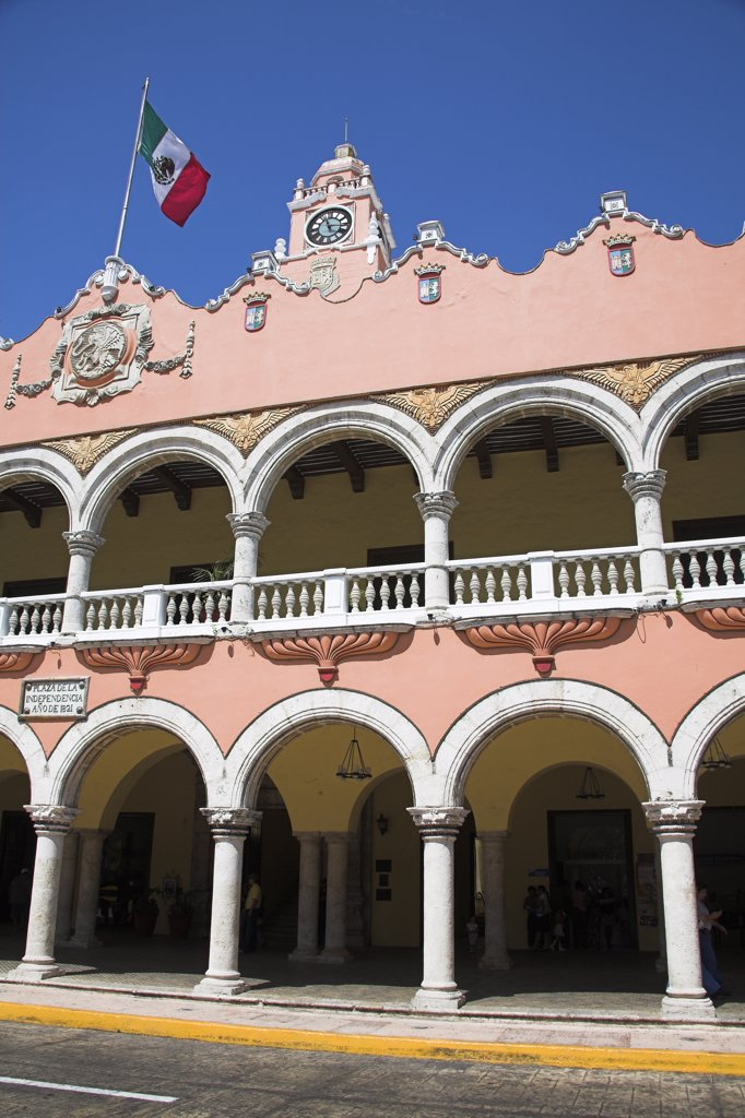 Stock Photo: 4290-3117 Palacio Municipal and Ayuntamiento, Town Hall, Plaza Mayor, Zocalo, Merida, capital of Yucatan State, Mexico