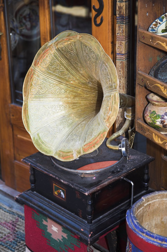 Antique His Masters Voice gramophone for sale in antique shop, Sighisoara, Transylvania, Romania : Stock Photo