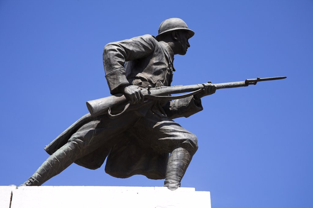 Statue to commemorate end of First World War, Piata Unirii, Unirii Square, Brasov, Transylvania, Romania : Stock Photo