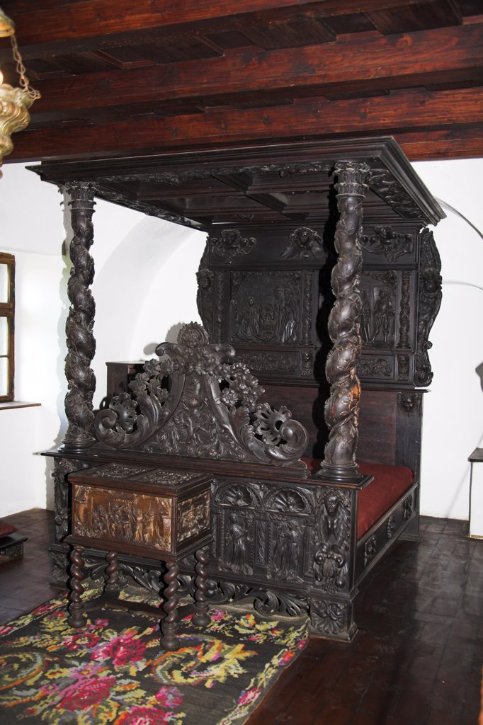 Antique bed in King's bedroom, Bran Castle, Bran, near Brasov, Transylvania, Romania : Stock Photo