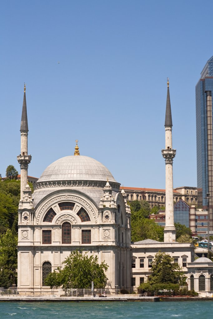 Stock Photo: 4290-3537 Dolmabahce Mosque, beside the Bosphorus, Istanbul, Turkey