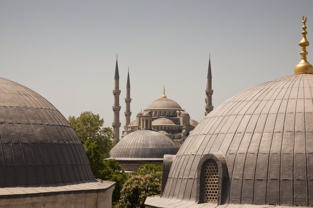 Stock Photo: 4290-3572 Sultanahmet Mosque, also known as the Blue Mosque and Sultan Ahmed Mosque, from Haghia Sophia, Istanbul, Turkey